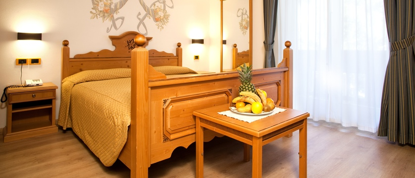 italy_dolomites-ski-area_val-di-fassa_hotel-medil_bedroom.jpg